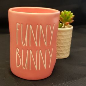"Rae Dunn "" Funny Bunny"" Candle 🕯"